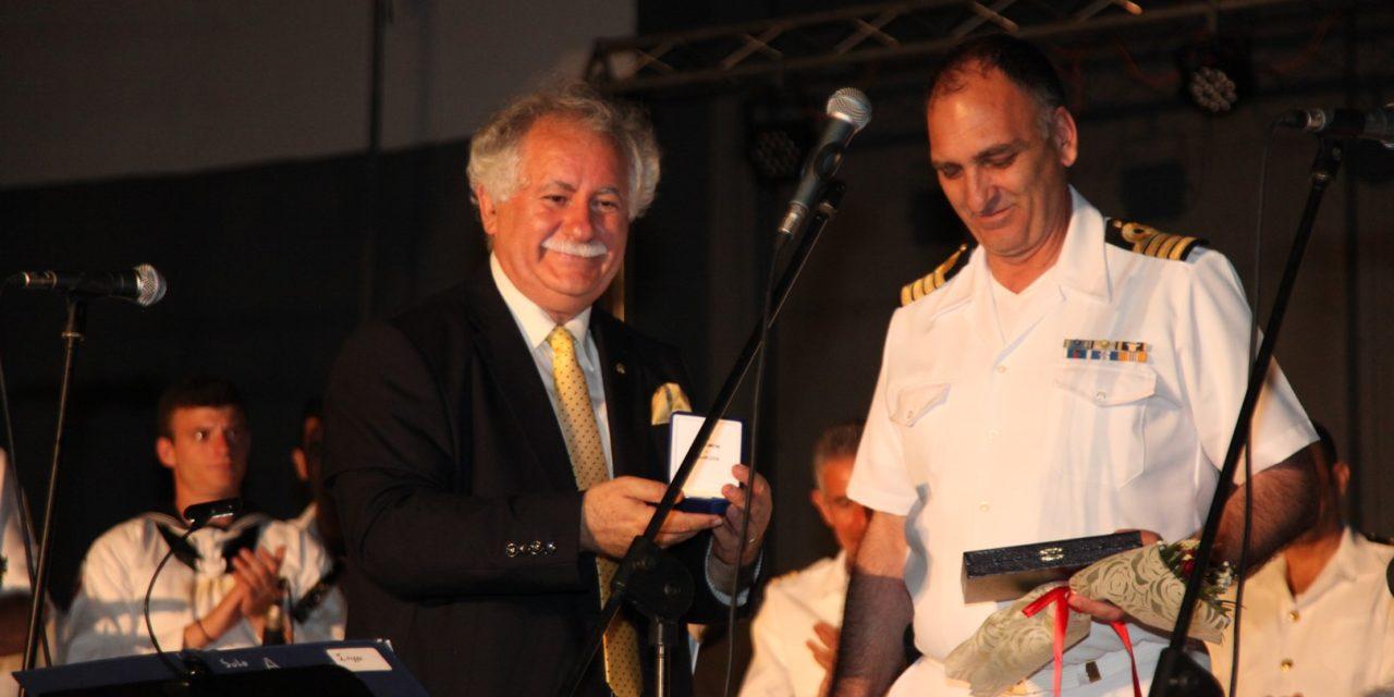 """Αποθεώθηκε η Μπάντα  του Πολεμικού Ναυτικού  σε τρεις μεγάλες συναυλίες στη Θεσσαλία με τίτλο """"Ραντεβού στα Sixties""""-  Χιλιάδες θεατές στις τρεις συναυλίες  Σκοπός των συναυλιών η στήριξη ευπαθών ομάδων –  Μια συνεργασία-θεσμός της Μπάντας ΓΕΝ και του Δικτύου 'ΠΕΡΡΑΙΒΙΑ"""" με σημαντικά αποτελέσματα"""
