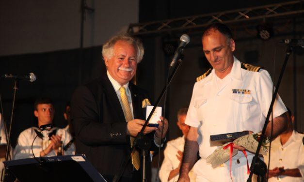 Αποθεώθηκε η Μπάντα  του Πολεμικού Ναυτικού  σε τρεις μεγάλες συναυλίες στη Θεσσαλία με τίτλο «Ραντεβού στα Sixties»-  Χιλιάδες θεατές στις τρεις συναυλίες  Σκοπός των συναυλιών η στήριξη ευπαθών ομάδων –  Μια συνεργασία-θεσμός της Μπάντας ΓΕΝ και του Δικτύου 'ΠΕΡΡΑΙΒΙΑ» με σημαντικά αποτελέσματα