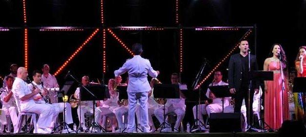 """Η περίφημη Μπάντα του Πολεμικού Ναυτικού  κάνει «απόβαση» και φέτος στη Θεσσαλία – Δύο μεγάλες συναυλίες σε Βόλο 25/8/2021 και Καρδίτσα 7/9/2021  –  Μια ακόμα πρωτοβουλία του Δικτύου """"ΠΕΡΡΑΙΒΙΑ"""" σε συνεργασία με το Γενικό Επιτελείο Ναυτικού για καλό σκοπό"""