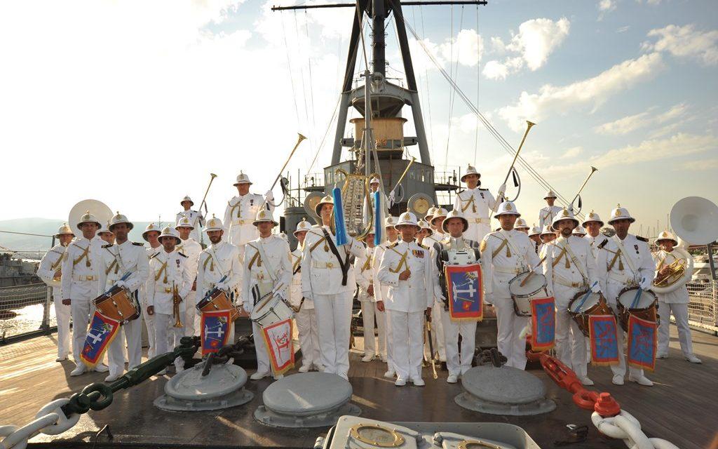 """Η Καρδίτσα υποδέχεται την περίφημη Μπάντα του Πολεμικού Ναυτικού σε μια μοναδική συναυλία  Τρίτη, 7 Σεπτεμβρίου 2021 στην κεντρική πλατεία, 8.30 μ.μ.    Μια μεγάλη συνεργασία του Δήμου Καρδίτσας και του Δικτύου """"ΠΕΡΡΑΙΒΙΑ"""""""