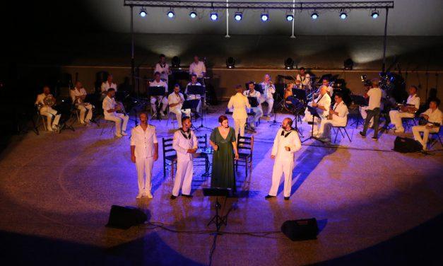 """Μια βραδιά-όνειρο από τη Μπάντα του Πολεμικού Ναυτικού  στο Βόλο-Τιμήθηκαν η Ελληνική Ομάδα Διάσωσης και η Λέσχη Ειδικών Δυνάμεων Μαγνησίας-Μια συνεργασία-θεσμός της Μπάντας ΓΕΝ και του Δικτύου 'ΠΕΡΡΑΙΒΙΑ"""" με σημαντικά αποτελέσματα"""